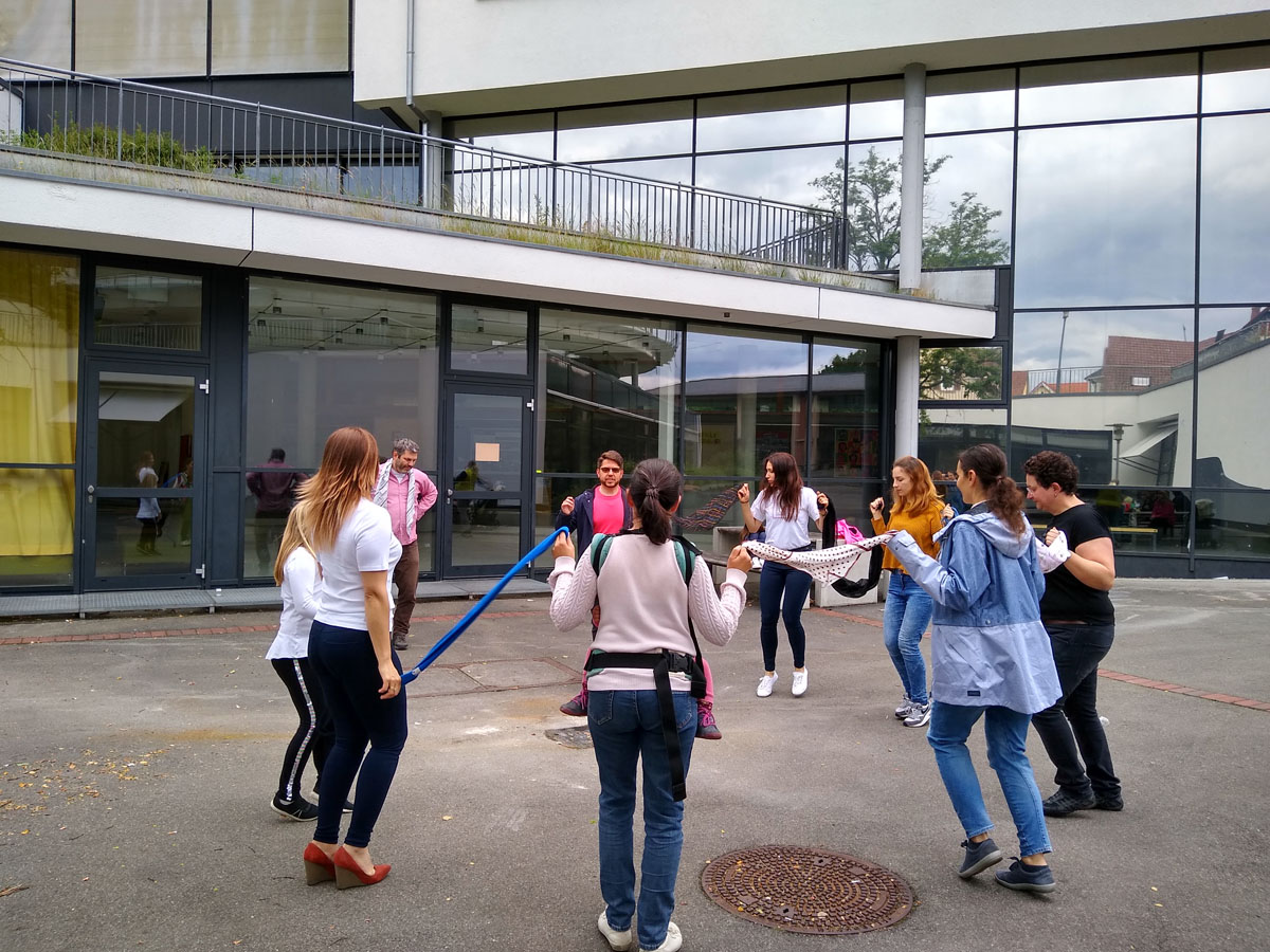 Български Народни танци за възрастни, начинаещи в Българското училище Тюбинген